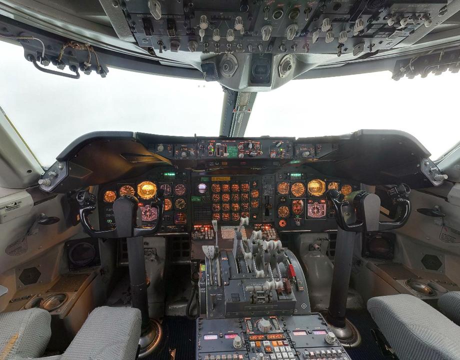Cockpit do avião boeing